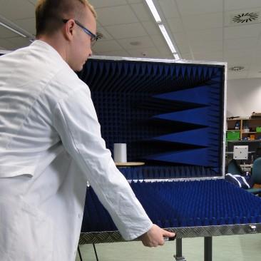 Kompaktní bezodrazová komora pro měření RFID zařízení