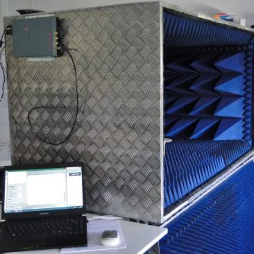 Systém pro automatizaci laboratorních testů UHF RFID